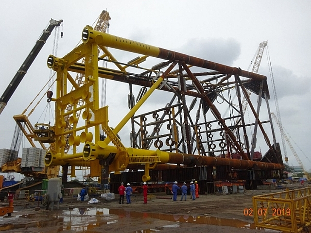 Vietsovpetro welcomes First -oil from BK 20 platform at Bach Ho field