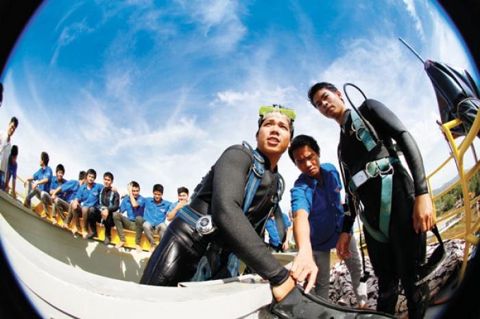 Thợ lặn ngành Dầu khí