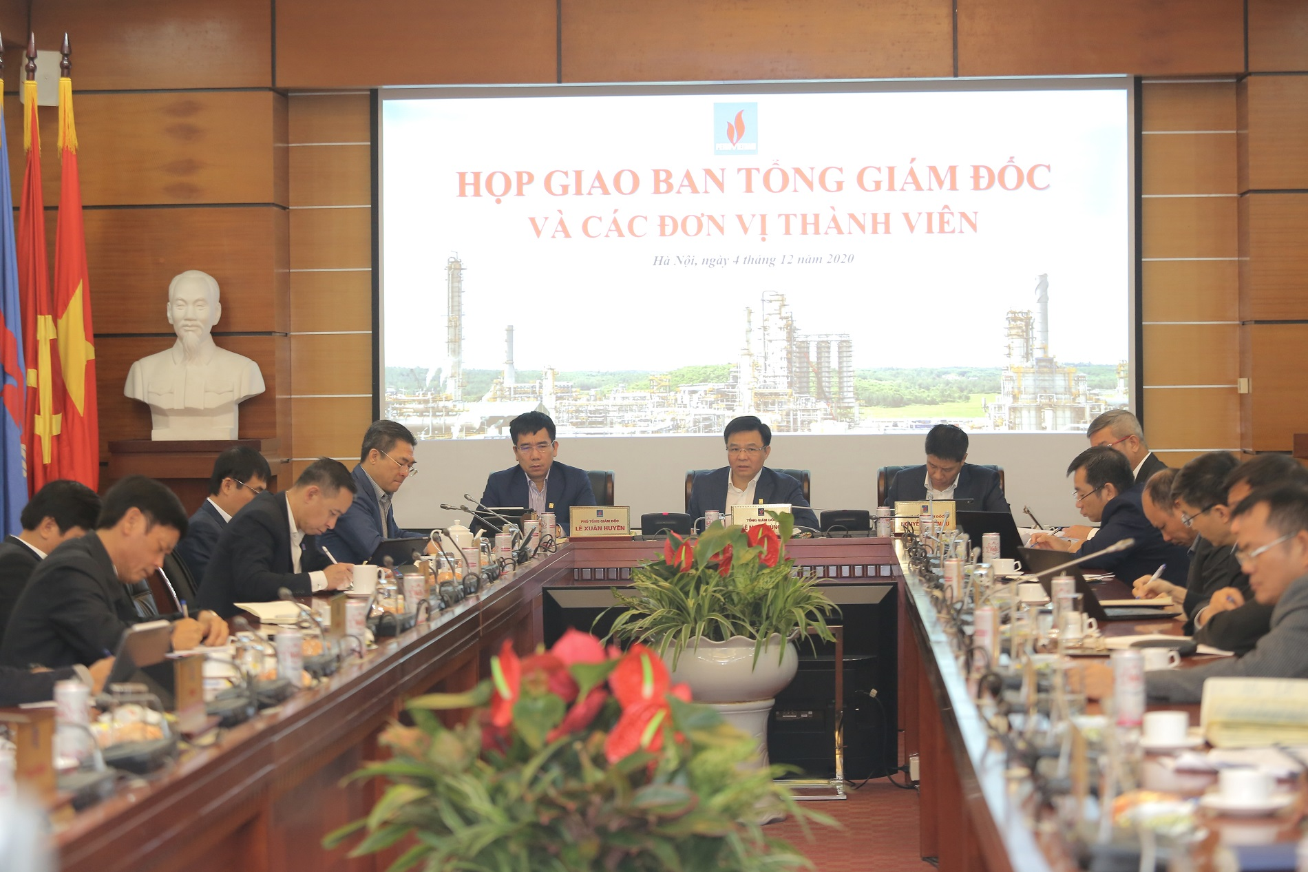 Petrovietnam makes great effort to fulfill 2020 target and prepares plan for 2021